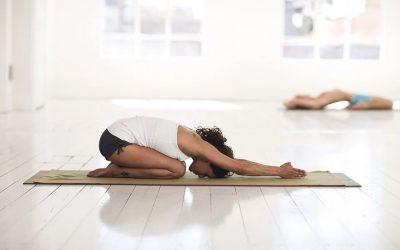 Clase de yoga en Castro Urdiales, entrevista con Laura, nuestra monitora de Yoga.